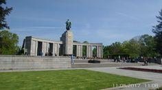 Mitte,das Sowjetische Ehrenmal im Tiergarten befindet sich im Großen Tiergarten an der Straße des 17. Juni. Die Anlage wurde 1945 errichtet, um die im Zweiten Weltkrieg gefallenen Soldaten der Roten Armee zu ehren.
