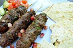 Arabské jehněčí kofty s mátovým dipem Steak, Cooking Recipes, Beef, Food, Meat, Chef Recipes, Essen, Steaks, Eten