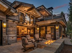 Demmon Residence :: 10557 Glenbrook Court, Truckee, CA Modern Mountain Home, Mountain Homes, Dream Home Design, Modern House Design, Style At Home, Log Cabin Homes, Log Cabins, Timber House, Dream House Exterior