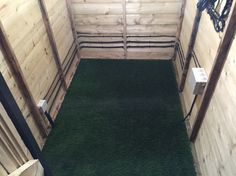 Even the shed has grass