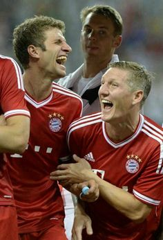 Bastian Schweinsteiger and Thomas Müuller laughing uncontrollably and no one knows what nueur is doing hahaha