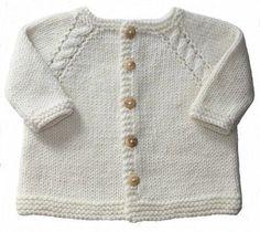 * Ce gilet pour les bébés se tricote en un seul morceau en commençant par le col. * Une douce layette intemporelle. * du 1 au 18 mois