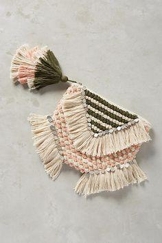 Pretty beaded pouch for events Weaving Loom Diy, Diy Clutch, Diy Accessoires, Fabric Purses, Boho Bags, Vintage Purses, Weaving Techniques, Crochet Motif, Bag Accessories