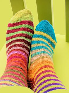 I so striped socks! Knitting Paterns, Knitting Socks, Knit Patterns, Knitting Projects, Hand Knitting, Knit Socks, Lots Of Socks, Striped Socks, Colorful Socks