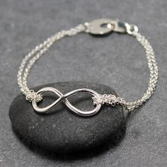 Tiffany & Co Infinity Bracelet.one of those few pieces of jewelry i really like Kelsey Rose, Do It Yourself Jewelry, To Infinity And Beyond, Double Infinity, Fashion Lookbook, Beautiful Gowns, Stylish Men, Girl Tattoos, Like Me