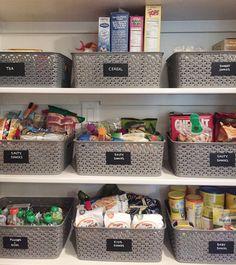 """Post novo no blog - """"5 dicas infalíveis para organizar a cozinha e ter tudo à mão""""    Você quer organizar sua cozinha de forma prática? Já passou pela situação de no meio da receita não encontrar algo que precisa?    Ou precisar comer algo rapidamente e perder tempo procurando coisas? Veja 5 dicas infalíveis para não passar aperto na cozinha.    http://bit.ly/1V7vmSe    #cozinha #cozinhaorganizada #organizabox #qualidadedevida #paravivermelhor #dicasorganização #dicascozinha"""