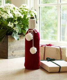 Weinflaschen verschenkwürdig einzupacken ist ein Ding der Unmöglichkeit! Diese schnellgestrickten Flaschenhüllen sind originell, äußerst praktisch und einfach schön zum Verschenken.