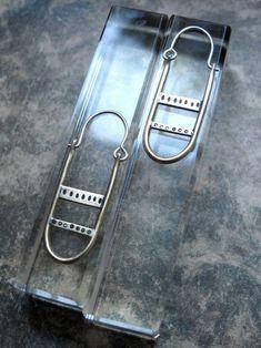 Boucles d'oreilles créoles oblongues | Etsy Iris, Wallet, Personalized Items, Chain, Etsy, Hoop Earrings, Brass, Boucle D'oreille, Pocket Wallet