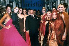 1996-97 - The last Gianfranco Ferre 4 Dior Couture show - Gianfranco Ferre & models (Nadja Auermann, Caroline Ribeiro, Chrystele StLouis,Olga, Annelise Seubert, Naomi Campbell, Kristy Hume, Helena Christensen, Yasmeen Ghauri, Carla Bruni...)