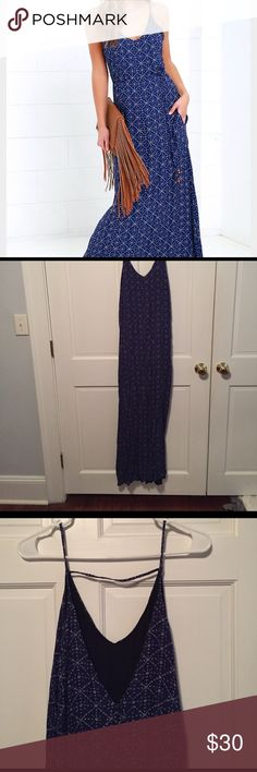 """Lulus size S Navy print maxi dress Beautiful dress! Never worn bc it's too long for me to wear with flip flops (I'm 5'5"""") but would bee perfect for someone with heels or taller! Fits like a size 4 (I'm a 4 or 2 or XS at Banana or JCrew or Express) lulus Dresses Maxi"""