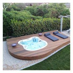 30 Perfect Outdoor Jacuzzi With Stunning Design Hot Tub Backyard, Hot Tub Garden, Diy Garden, Garden Ideas, Jacuzzi Outdoor, Spa Jacuzzi, Pool Designs, Backyard Landscaping, Outdoor Gardens