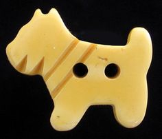 SWEET VINTAGE CREAMED CORN BAKELITE SCOTTIE DOG BUTTON