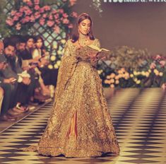 iqra aziz looking amazingly beautuful