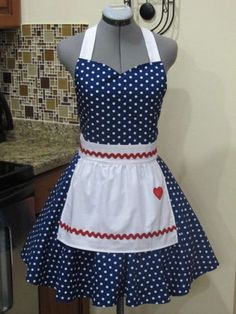 I Love Lucy Apron. Vintage Inspired Sweetheart Style with a handmade Heart-Cosp… I Love Lucy Apron. Vintage Inspired Sweetheart Style with a handmade Heart-Cosplay I Love Lucy, Sewing Hacks, Sewing Projects, Cute Aprons, Sewing Aprons, Navy Fabric, Apron Designs, Aprons Vintage, Creation Couture