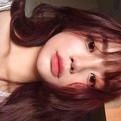 Side to side beauty . Korean Makeup Look, Korean Makeup Tips, Korean Makeup Tutorials, Asian Makeup, Korean Natural Makeup, Ulzzang Korean Girl, Cute Korean Girl, Ulzzang Short Hair, Aesthetic Makeup