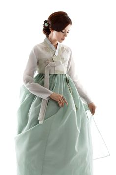 Korean Fashion – How to Dress up Korean Style – Designer Fashion Tips Korean Traditional Dress, Traditional Fashion, Traditional Dresses, Korean Dress, Korean Outfits, Korean Fashion Trends, Asian Fashion, Fashion Styles, Modern Hanbok