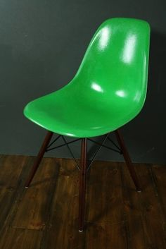 DSW side chair by Charles Eames for sale at Deconet
