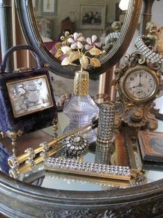 perfect mirrored top vanity & findings for ladies dressing room