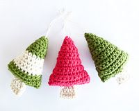 The same word comes to mind over and over---cute! Imagine all the variations depending on what yarn combinations you used---a silver metallic to look like a garland. Adding sequins or beads to look like ornaments! Yes, kitchy but still adorable.