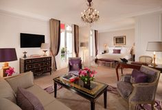 Booking.com: Hotel Plaza Athenee Paris - Parijs, Frankrijk