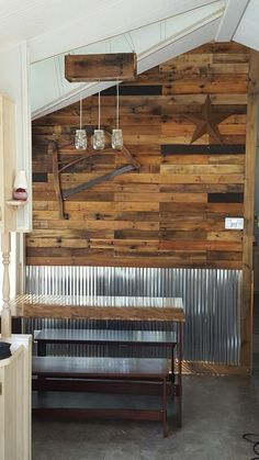 Home Remodeling Ideas Regarding art ideas that can be done with shipping pallets, we have found that a pallet mural, a wooden sign, and more, are great ways to recycle the material into something completely new and beautiful to hang on your wall. Diy Pallet Wall, Pallet Walls, Pallet Ideas, Pallet Bathroom Walls, Pallet Wall Bedroom, Bathroom Ideas, Dining Room Sets, Palettes Murales, Corrugated Tin