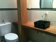 Resultado de imagem para banheiro meia parede revestida