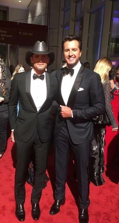 Tim McGraw and Luke bryan Country Music Artists, Country Music Stars, Country Singers, Tim Mcgraw Family, Country Hits, Country Men, Tim And Faith, Tim Mcgraw Faith Hill, Luke Bryan Quotes