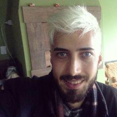 """35 Me gusta, 1 comentarios - Márcio Dendena (@handdendz) en Instagram: """"😱😱😱 #hairwhite #newhair #nemeuacredito #beard #hairstyle #work #clipper #whal #andis…"""""""