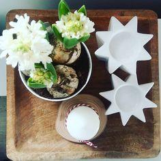 """""""1000 !! Pięknie dziękuję. #instaday #february #white #wood #interior #interiordesign #living #starydom #dombieląmalowany #homedecor #decoration #flowers…"""""""