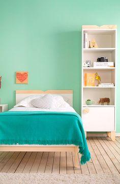 Disponíveis em diferentes tamanhos, as estantes para livros de madeira são perfeitas para quem não economiza quando entra em uma livraria. Elas podem ser menores, para quem tem pouco espaço ou maiores, para quem consegue acomodar um pouquinho mais de coisas em casa. Seus modelos podem ser utilizados tanto no quarto, no escritório, quanto na sala. Inspire-se!