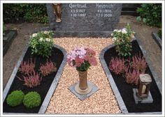 Grabgestaltung : - My list of the most creative garden decorations Cemetary Decorations, Fall Mums, Memorial Flowers, Autumn Garden, Pet Memorials, Garden Styles, Amazing Gardens, Cemetery, Gardening Tips