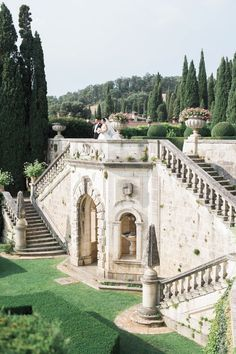 An Italian Garden Wedding With Total Fairytale Vibes is part of Garden wedding Everything about this destination wedding in Tuscany is a fairytale come true From the bride& Monique Lhuillier dress -
