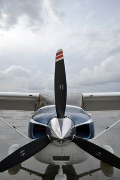 Cessna 182 Propeller    http://www.aircraftforsaleinlosangeles.com/