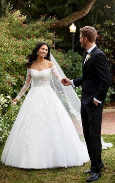 Essense of Australia Bridal Lace, Bridal Gowns, Wedding Gowns, Wedding Bride, Bridal Collection, Dress Collection, Essense Of Australia Wedding Dresses, Wedding Dress Pictures, Wedding Photos