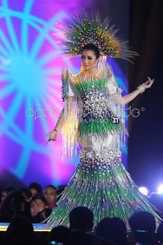 Modern Filipiniana Gown, Philippine Fashion, Miss Pageant, Philippines Culture, Filipino Culture, Recycled Dress, Dress Neck Designs, Royal Dresses, Pageant Gowns