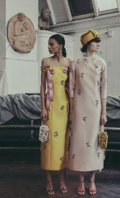 editorial fashion Endemic The complete Erdem Pre-Fall 2019 fashion show now on Vogue Runway. Fashion Moda, Fashion 2017, Look Fashion, Couture Fashion, Trendy Fashion, Runway Fashion, High Fashion, Fashion Show, Fashion Dresses