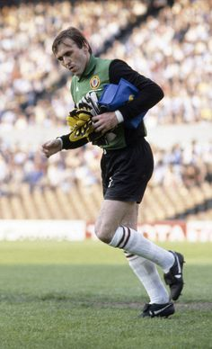 Goalkeeper Jimmy Rimmer of Aston Villa leaves the field after being injured during the Aston Villa v Bayern Munich European Cup Final played at the De Kuip Stadium in Rotterdam on the May Aston Villa won the match (Photo by Bob Thomas/Getty Images) Aston Villa Fc, European Cup, Goalkeeper, Munich, Football, Running, Swans, Rotterdam, Sticks