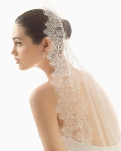 Wedding veil 91V02, Rosa Clará. Hand beaded Guipure lace.