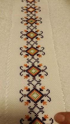 Discover thousands of images about Chicken Scratch, Broderie Suisse, Swiss embroidery, Bordado espanol, Stof veranderen. Cross Stitch Borders, Cross Stitch Designs, Cross Stitching, Cross Stitch Embroidery, Embroidery Patterns, Cross Stitch Patterns, Crochet Patterns, Silk Ribbon Embroidery, Hand Embroidery