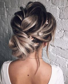 Ombre wedding hairstyles are on-trend. Check out our collection for different hair lengths and colors - you'll definitely find your look! Wedding Hairstyles For Long Hair, Trendy Hairstyles, Short Haircut Styles, Long Hair Styles, Long Blonde Curls, Ombre Hair, Blonde Ombre, Haircuts For Fine Hair, Wedding Updo