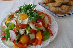 Salát na štíhlou linii...Zkuste si dopřát několik týdenní kúru, která bude sestávat ze zvýšeného příjmu zeleniny a omezení sacharidů, pečiva a tučných jídel.