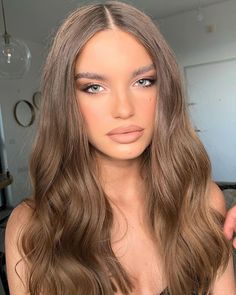 Hair color ideas for brunettes – Amelia Torres Pins Brown Hair Balayage, Brown Blonde Hair, Blonde Balayage, Hair Highlights, Carmel Brown Hair, Honey Balayage, Color Highlights, Brown Hair Shades, Brown Hair For Blue Eyes