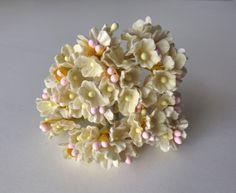 Vintage Millinery flower bouquets. FORGETMENOT.  Hat trim. Flower spray. de GiardinoDiNinfa en Etsy