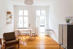 Helles Wohnzimmer in schönem sanierten Berliner Altbau. #Traumwohnung #Wohnzimmer #bright #interior