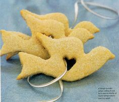 these are Lemon Butter Cookies. What a wonderful shape! There are loads more cookie recipes on that page.