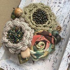 """Купить Вязано-текстильная брошь """"Первые цветы"""" - брошь ручной работы, брошь-цветок"""