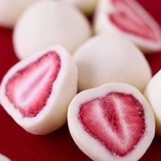 Snack: Dip Strawberries in Yogurt & Freeze, and You Get This Amazing Snack frozen yogurt covered strawberries :)frozen yogurt covered strawberries :) Think Food, I Love Food, Yogurt Covered Strawberries, Chocolate Strawberries, Raspberries, Frozen Yogurt Blueberries, Cheesecake Strawberries, Tart Cherries, Dried Strawberries