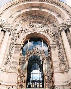 Arte y Arquitectura! The Petit Palais (small palace), arrondissement, Paris, France Baroque Architecture, Classical Architecture, Ancient Architecture, Beautiful Architecture, Beautiful Buildings, Architecture Details, Beautiful Places, Building Architecture, Paris 1900