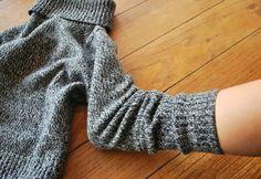 So machst du aus einem alten Pulli Schuhe, Tasche und Schmuck. So ergiebig kann alte Wolle sein.