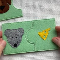 Diy Busy Books, Diy Quiet Books, Baby Quiet Book, Felt Quiet Books, Quiet Book Templates, Quiet Book Patterns, Baby Sewing Projects, Sewing Tutorials, Felt Crafts Kids